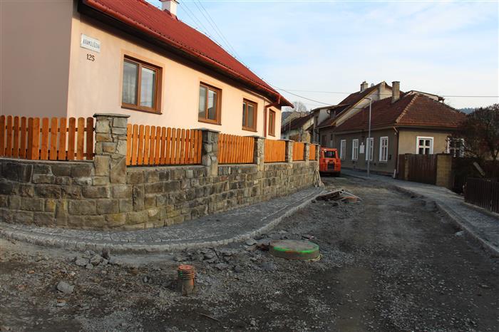 Informace k průběhu rekonstrukce v ulici Kramolišova  Valašské Klobouky 426e378081