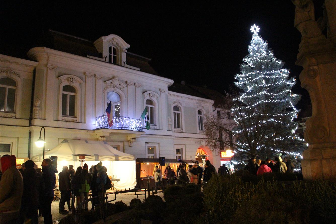 Rozsvícení vánočního stromu města 30. 11. 2018  Komise  Valašské ... 6d9791aef9